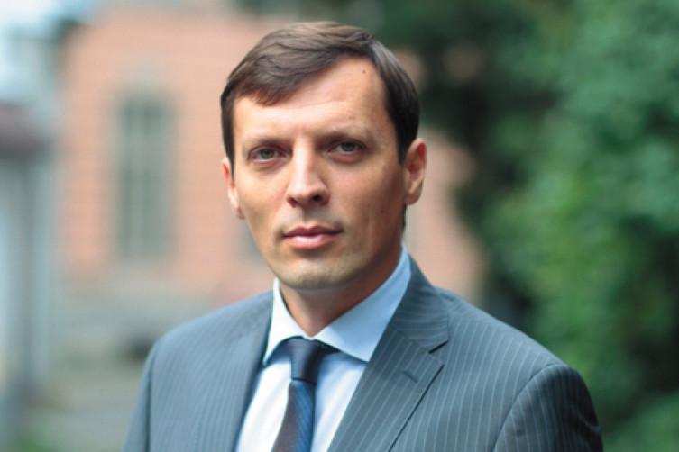 Двійники, скандальні активісти та обіцянки подвійного громадянства: З чим ужгородський округ йде на вибори, фото-3