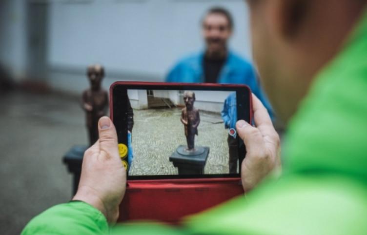 В Ужгороді з'явилася ще одна міні-скульптурка