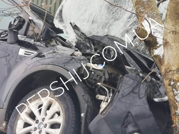 Підозра на закритий перелом ноги: У ДТП на Закарпатті постраждала дівчина
